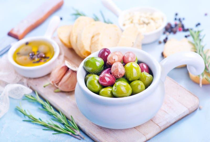 Olive e pane immagini stock