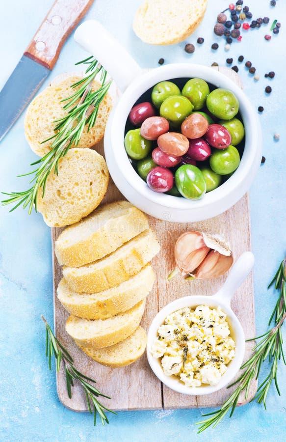 Olive e pane immagini stock libere da diritti