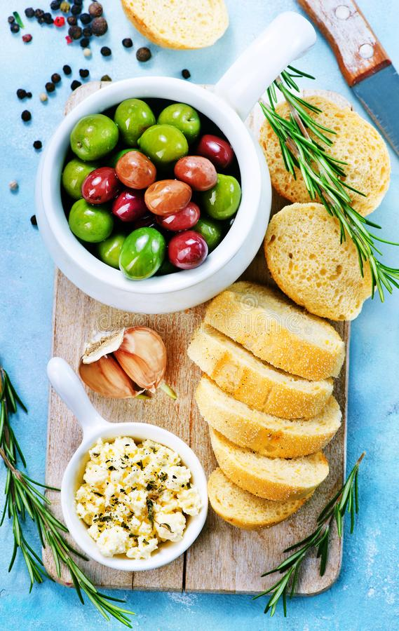 Olive e pane fotografie stock