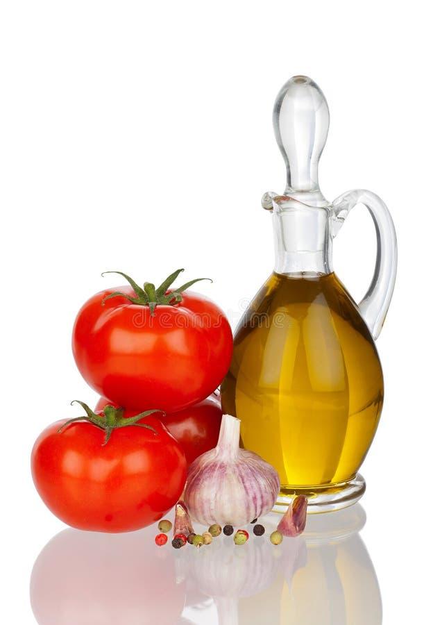 Olive Oil tomater, Galic och peppar med verklig reflexion arkivfoto