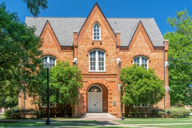 Oliver-Barnard Hall College av konster och vetenskaper på universitetnollan royaltyfria foton