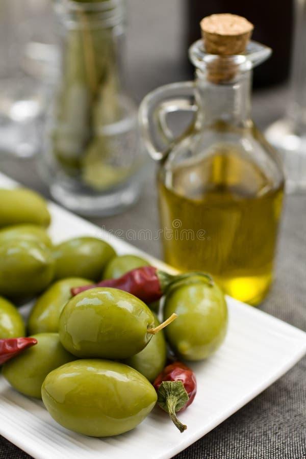 Olives et pétrole image stock
