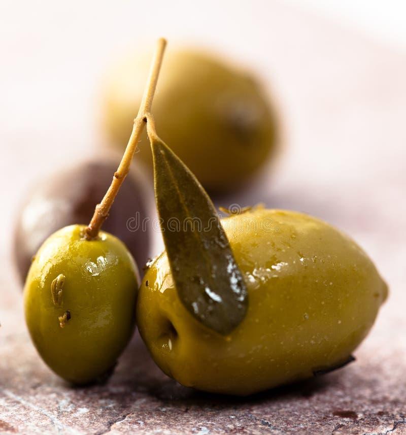 Olives grecques marinées photographie stock libre de droits