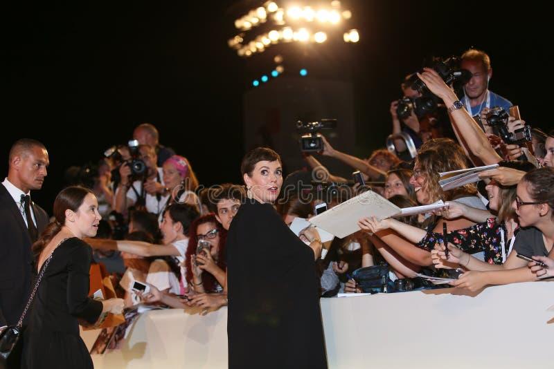 Olivia Colman chodzi czerwonego chodnika zdjęcie stock