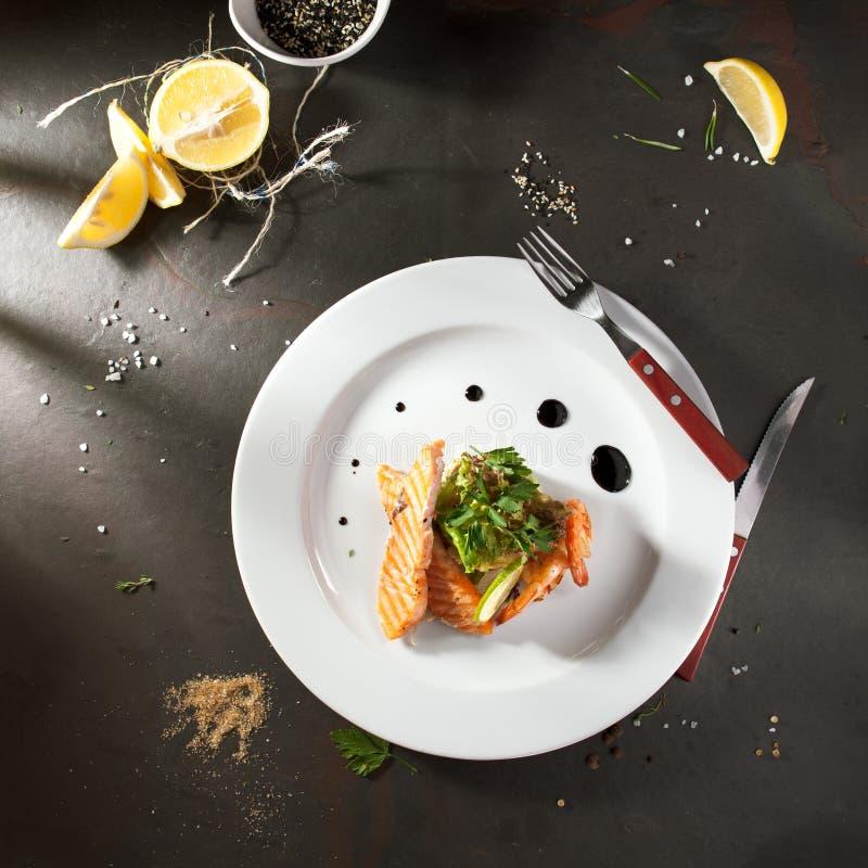 Olivier Salad con los mariscos fotos de archivo libres de regalías
