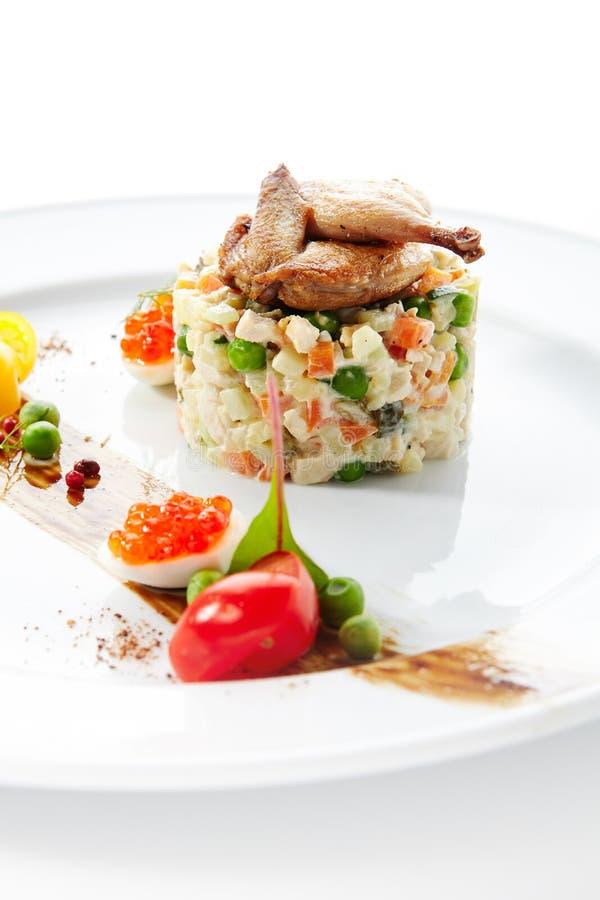 Olivier Salad of Russische Salade met Geroosterde Kwartels royalty-vrije stock foto's