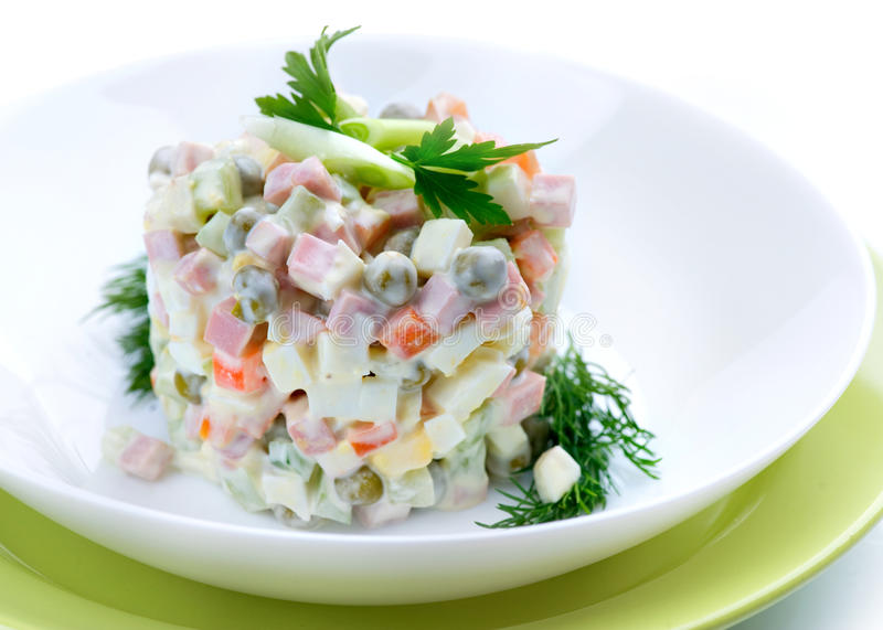 Olivier. Salade traditionnelle russe images stock