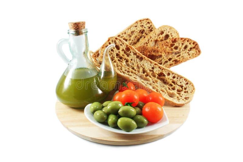 Olivolja bröd, oliv, tomater royaltyfria foton
