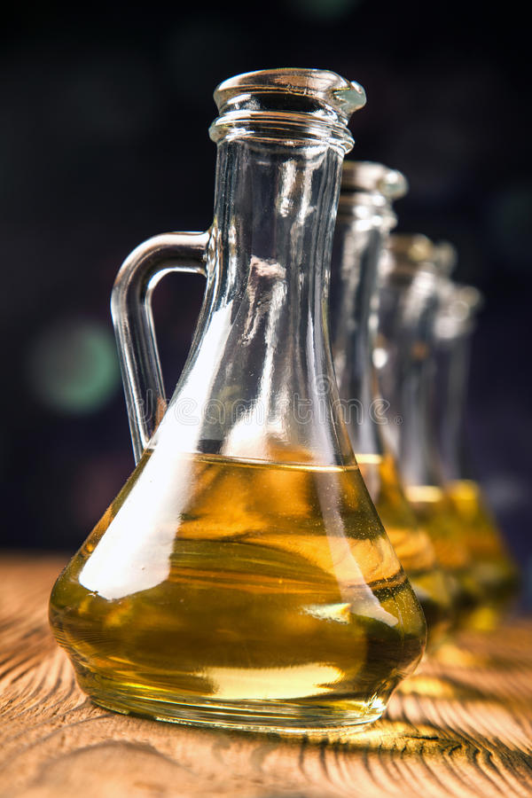 Olivolja i flaskor royaltyfria bilder