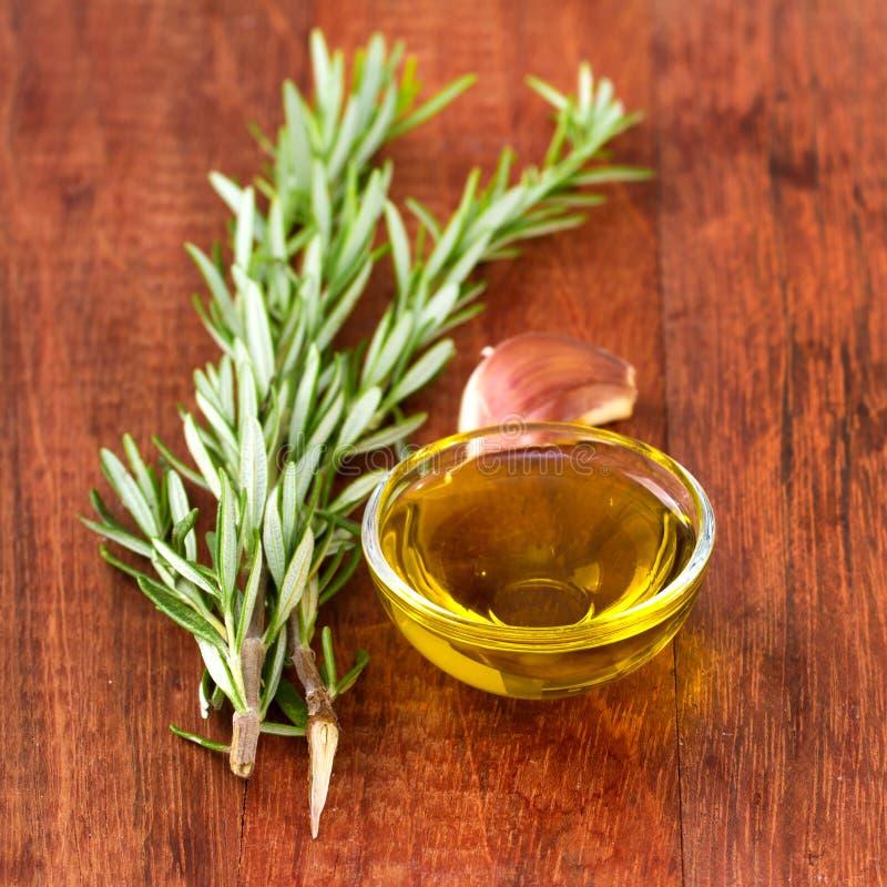 Olivolja med vitlök royaltyfria foton