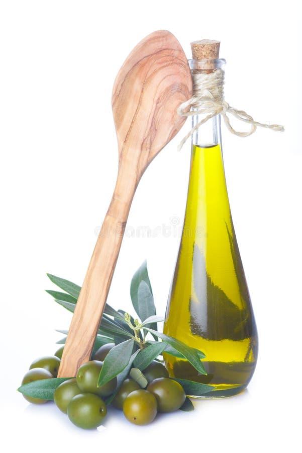 Olivolja som isoleras på en vit bakgrund arkivbild