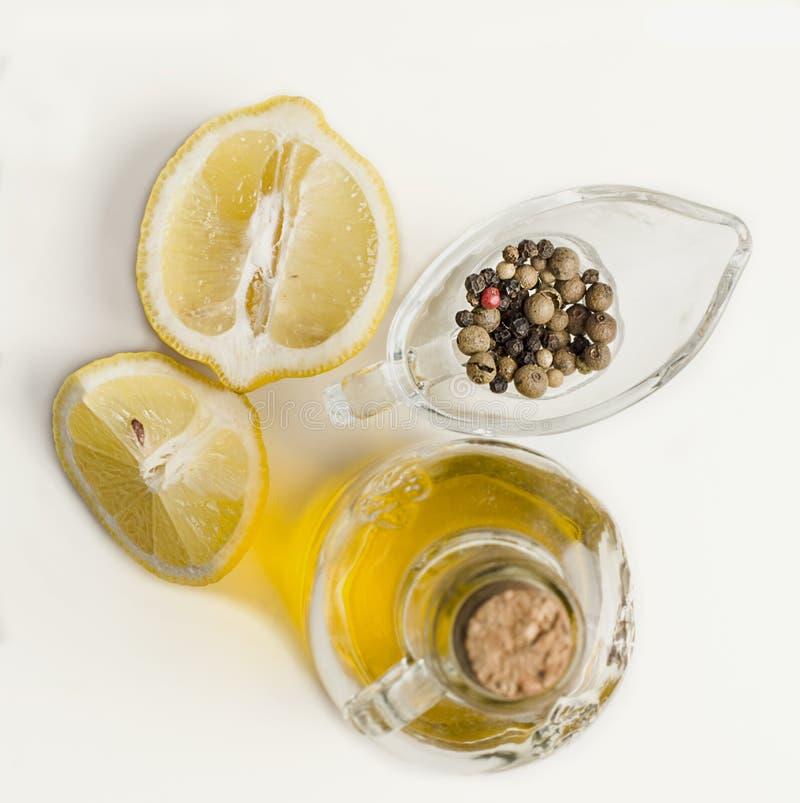 oliwa z oliwek, cytryny i pieprzu mieszanka, obraz royalty free