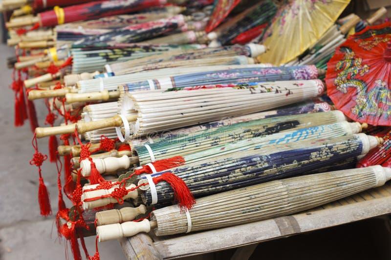 Oliwiący papierowy parasol fotografia royalty free