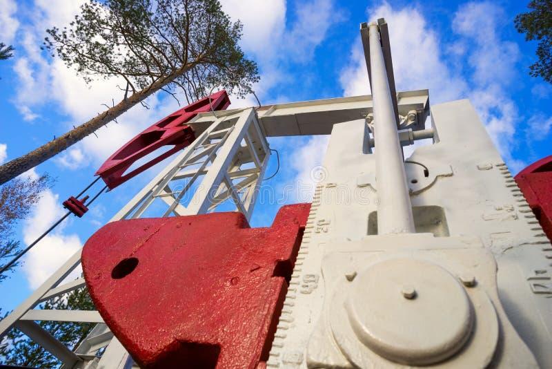 Oliwi maszynowego kołysa spojrzenie od dna up zdjęcie stock