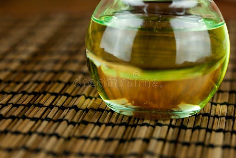 Oliwi w słoju wydobującym od lnów ziaren lub linseeds zdjęcia royalty free