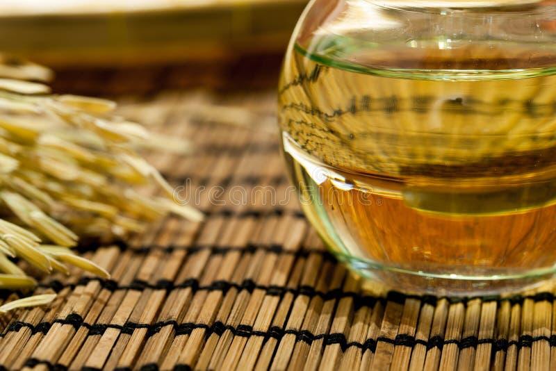 Oliwi w słoju wydobującym od lnów ziaren lub linseeds obraz stock