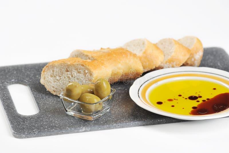 Oliwki, baguette i oliwa z oliwek, obrazy stock