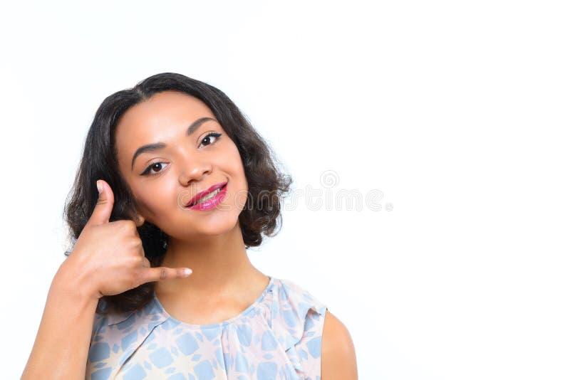 Oliwkowa dziewczyna chce someone dzwonić ona zdjęcia stock