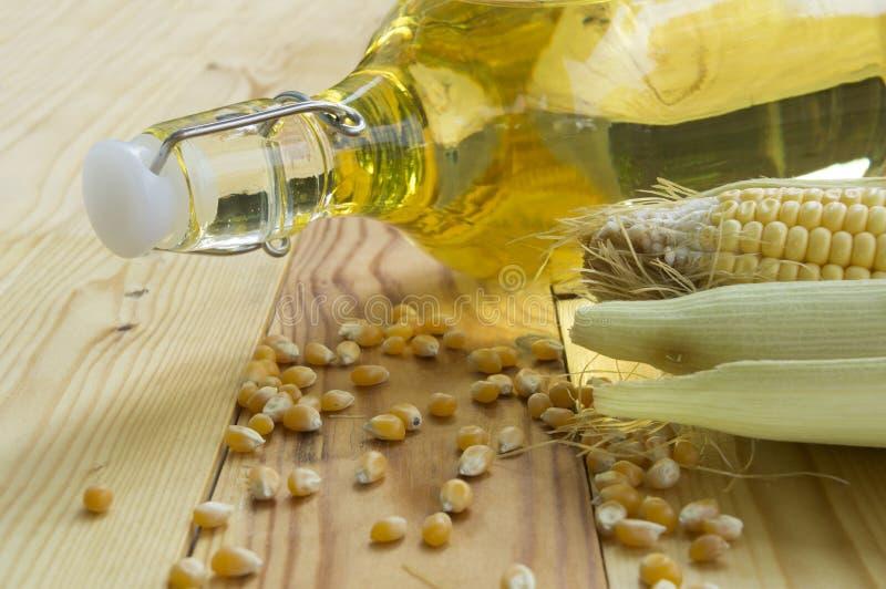 Olja för sojabönabönagrönsak på tabellen arkivbild