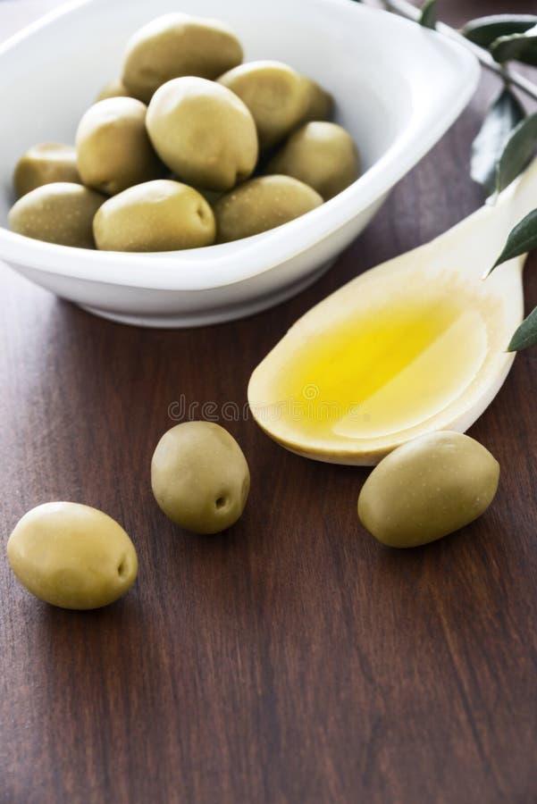 Olja och oliv arkivfoton