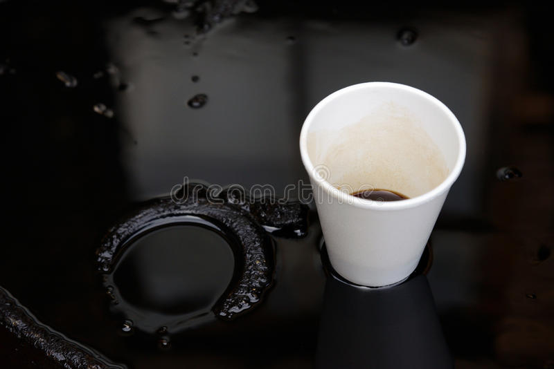 Olja Och Plast- Kopp Arkivfoto