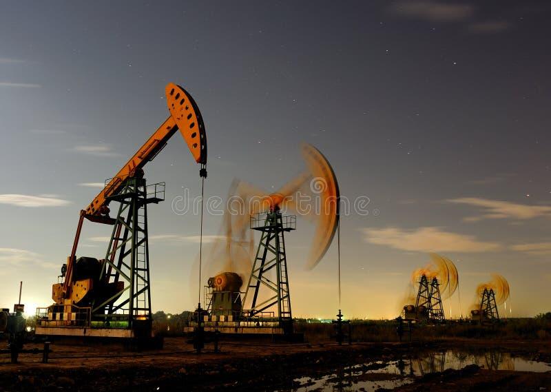 Olja pumpar arkivfoto
