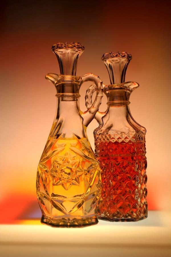 Olja & vinäger med abstrakt bakgrund arkivbild