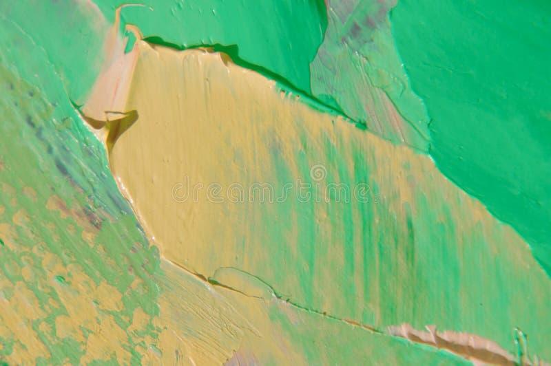 Oljamålarfärg på kanfas är skriftlig vid palettkniven Closeup av en målning vid olja- och palettkniven på kanfas fotografering för bildbyråer