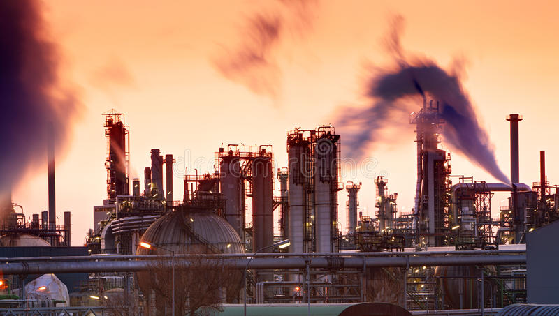 Olje- indutry raffinaderi - fabrik arkivfoton