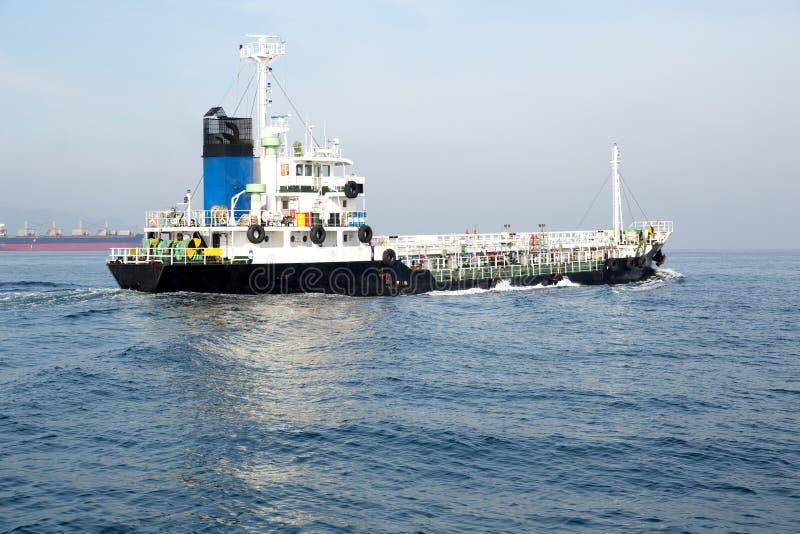 Olje- och kemiskt kommersiellt tankfartygskepp royaltyfria foton