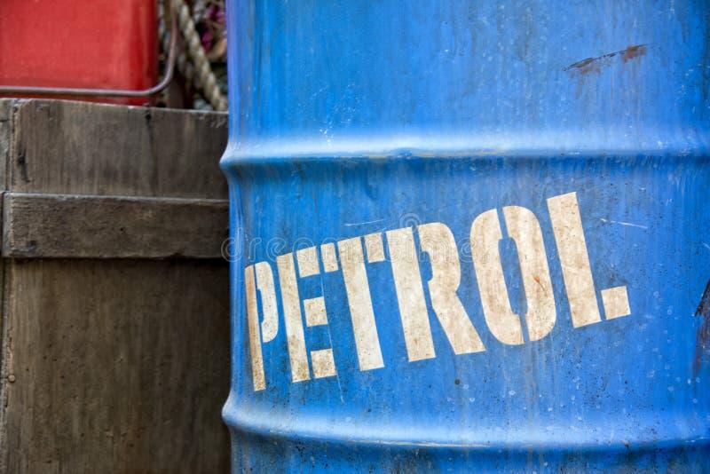 Olje- oljatrummavals arkivfoto