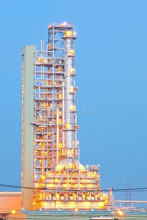 Download Oljedestillationtorn arkivfoto. Bild av affär, industri - 27278580