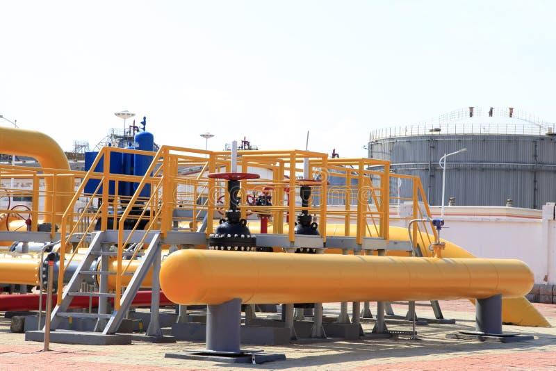 Oljefältutrustning royaltyfri fotografi