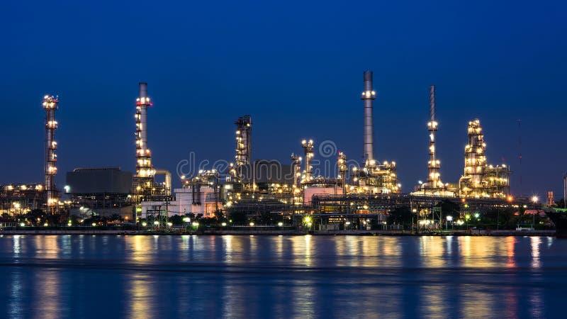 Oljeraffinaderiväxt arkivfoton