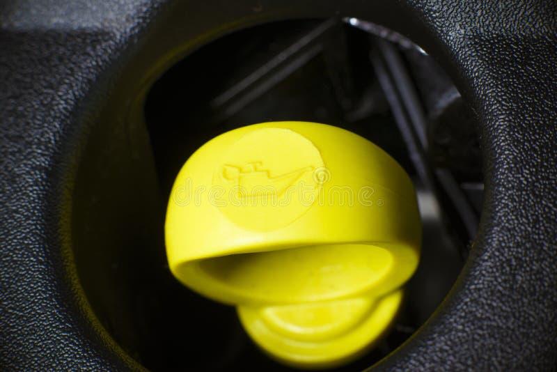 Oljesticka för motorolja. royaltyfria bilder