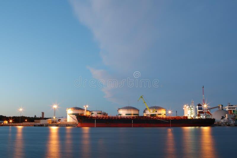 oljetankfartygterminal royaltyfria bilder