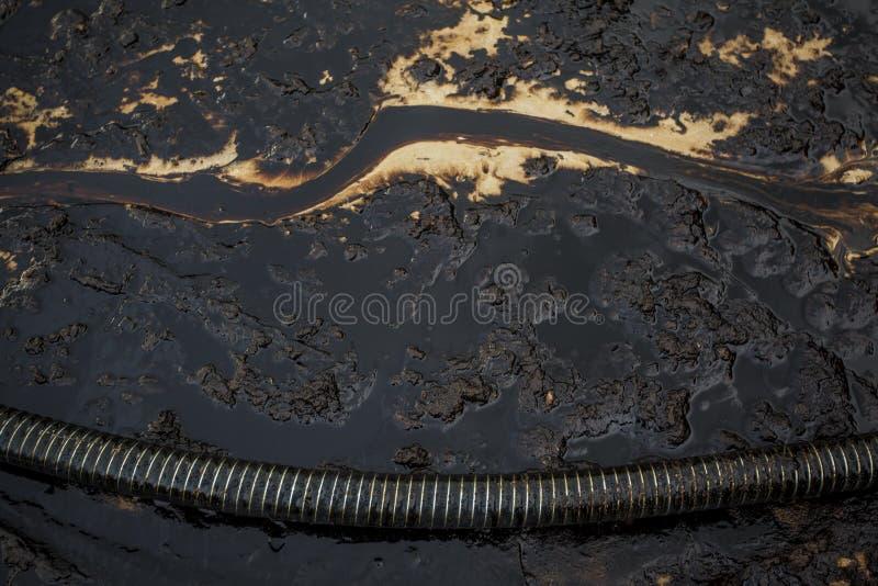 Oljeutsläpp på stranden arkivfoto