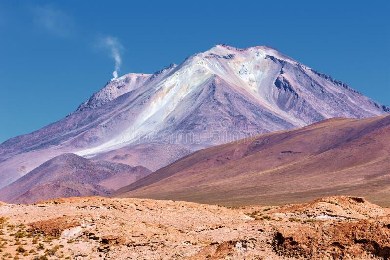 Ollague火山,从东部的看法,玻利维亚 免版税库存照片