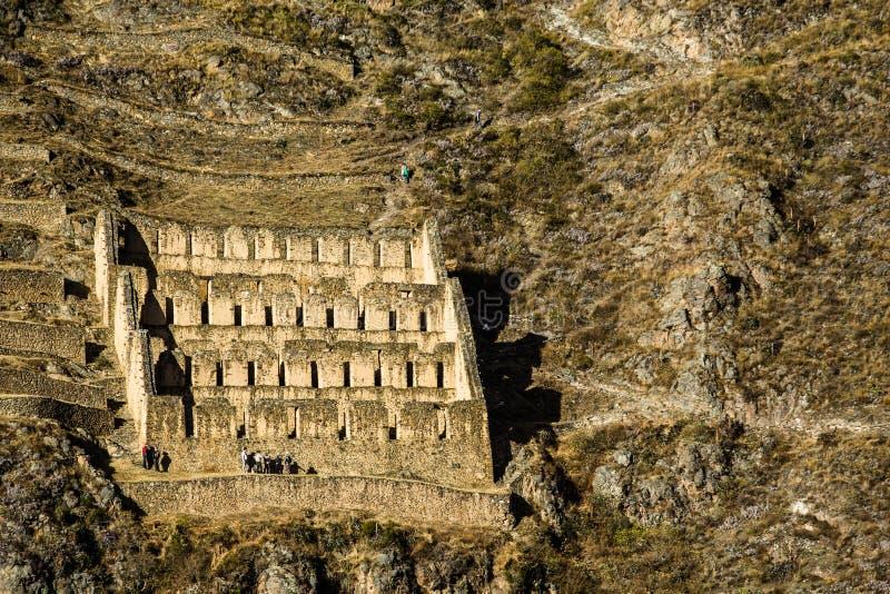 Ollantaytambo - alte Inkafestung und -stadt die Hügel des heiligen Tales (Valle Sagrado) in den Anden-Bergen von Peru, Südmorgens lizenzfreie stockfotos