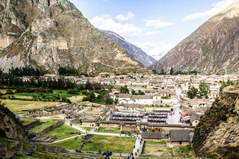 Ollantaytambo - fortaleza e cidade velhas do Inca os montes do vale sagrado (Valle Sagrado) nas montanhas de Andes do Peru, Am sul fotografia de stock