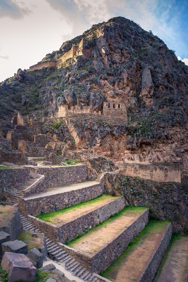 Ollantaytambo - Inkaruinen und Zugang zu Machu Picchu in Peru stockbilder