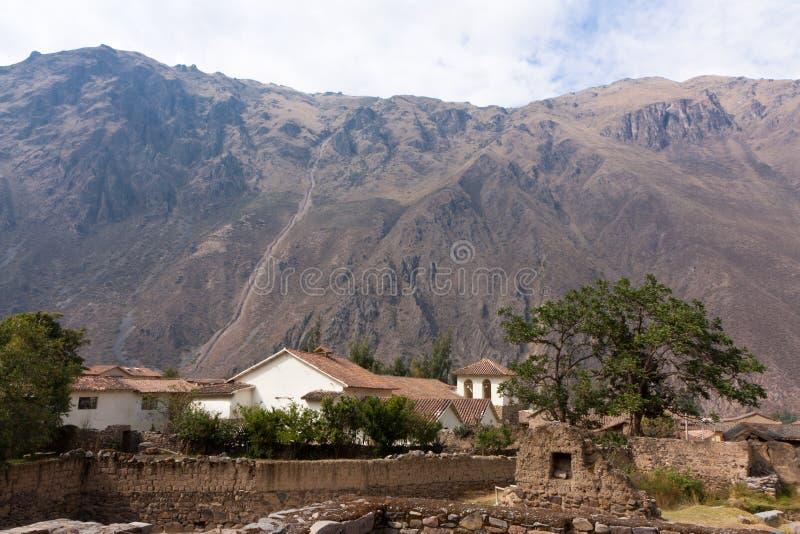 Ollantaytambo - Kerk en de Gebouwen van de Assistent royalty-vrije stock foto's