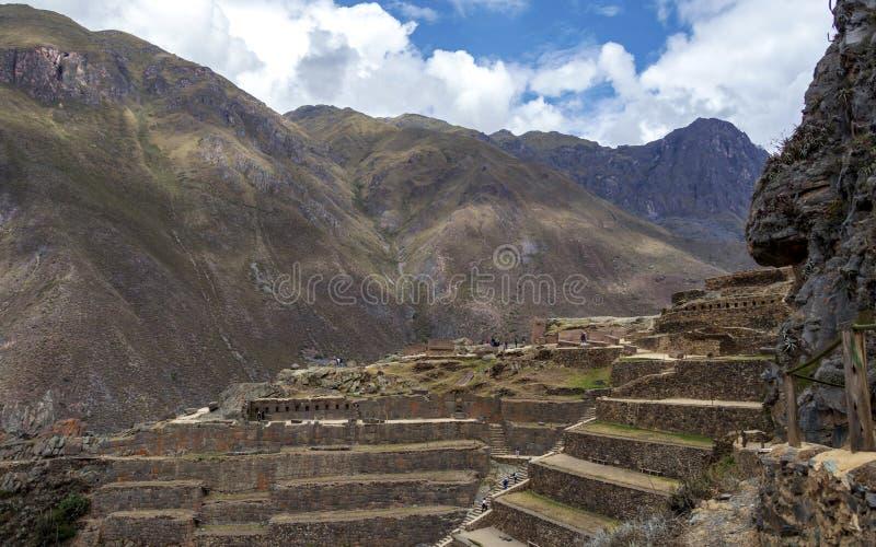 Ollantaytamboruïnes, een massieve Inca-vesting met grote steenterrassen op een helling, toeristenbestemming in Peru royalty-vrije stock afbeelding