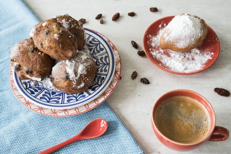Olliebollen、油炸馅饼或者油饺子 自除夕的传统荷兰食物 图库摄影