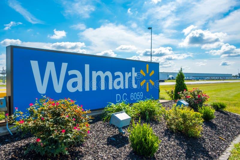 OLNEY, ILLINOIS - SEPTEMBER 11, 2018 - Ingangsteken aan Walmart royalty-vrije stock foto