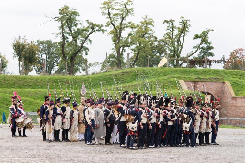 Olomouc tschechischer Repräsentant 7. Oktober 2017 historisches Festival Olmutz 1813 Napoleonischer Soldatstand an der Aufmerksam lizenzfreies stockbild