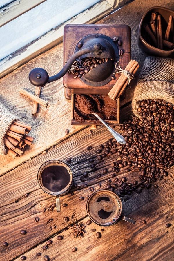 Olor del café recientemente preparado con canela fotografía de archivo libre de regalías