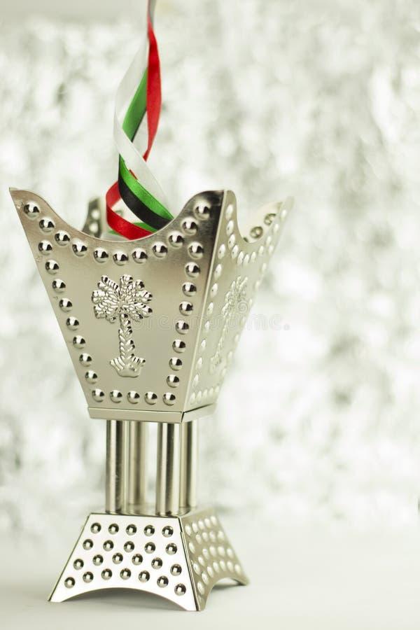 Olor del perfume de United Arab Emirates con el fondo de plata del bokeh imágenes de archivo libres de regalías