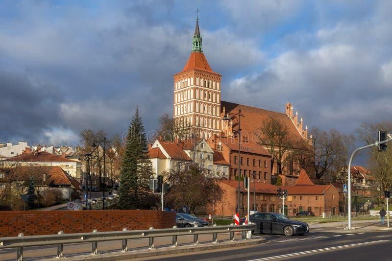 OLSZTYN, POLEN - DECEMBER 31, 2018: Vy över den katolska katedralen i St Jakub Jacob i Olsztyn Kyrkobyggnaden var royaltyfria bilder