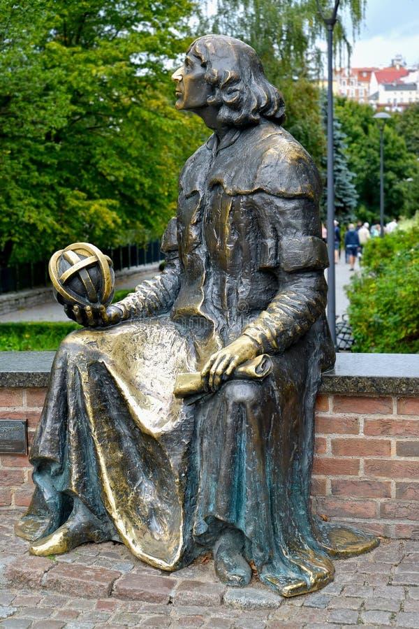 Olsztyn, Polen Monument aan Nicolaus Copernicus, zijaanzicht stock foto's